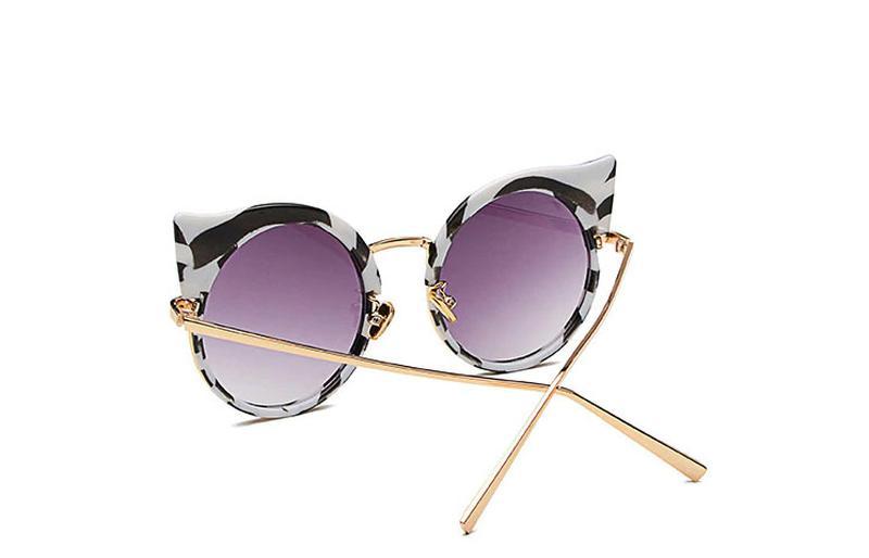 18e49413f0a52 Óculos feminino redondo fashion listras - R  68.00,  5876, compre ...