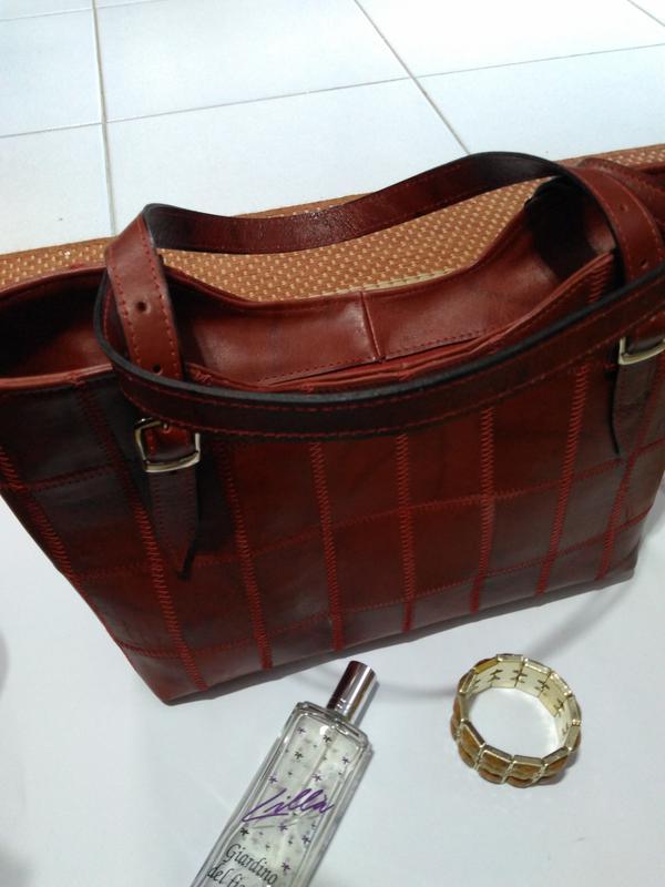 8e43cb248818a Bolsa em couro legitimo em patchwork direto da fabrica com retalhos  selecionados1 ...
