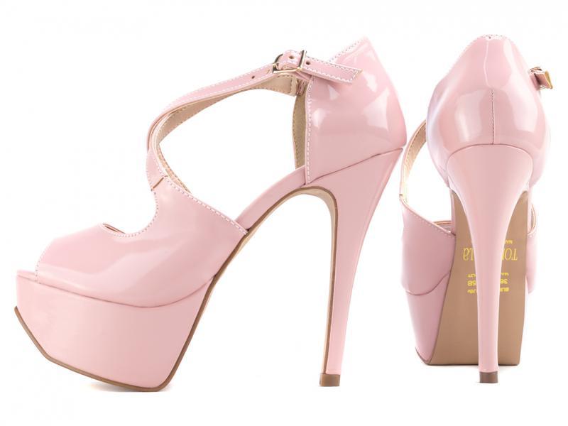 2561b4bc37 Sandália salto alto fino rosa festas meia pata noivas - R  149.00 ...