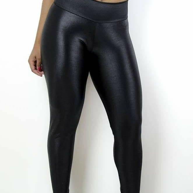 5669fb920 Calça de couro sintético ou ecológico preta - legging cirrê  blackfriday1  ...