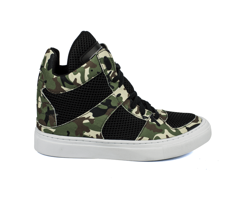 06f7beb7c9 Tênis sneaker moda fitness camuflado e preto - R  199.90  16080 ...