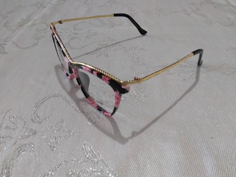 77c89b62ff85a Óculos feminino armacao grau geek quadrado dourado marc jac perolado rosa  com preto1 ...