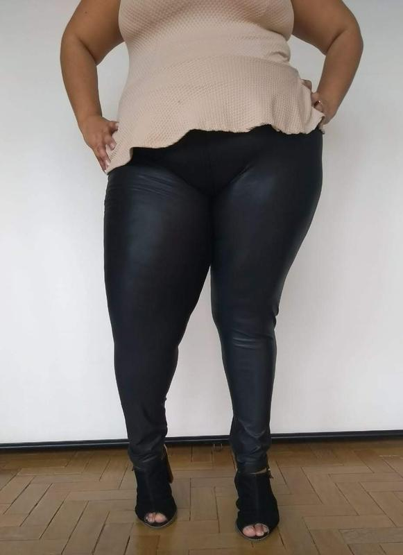 5990091ba ... Calça legging cirre preta plus size preta - couro fake